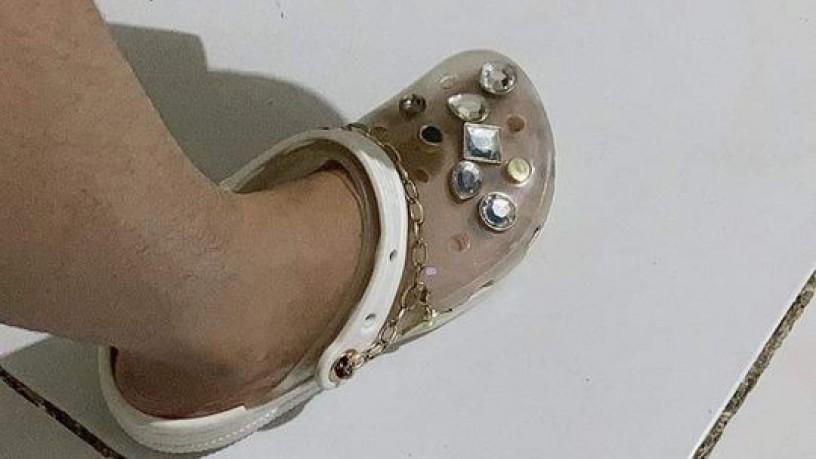 crocs-x-yang-mi-collaboration-transluscent-chains-made-in-copper-big-3