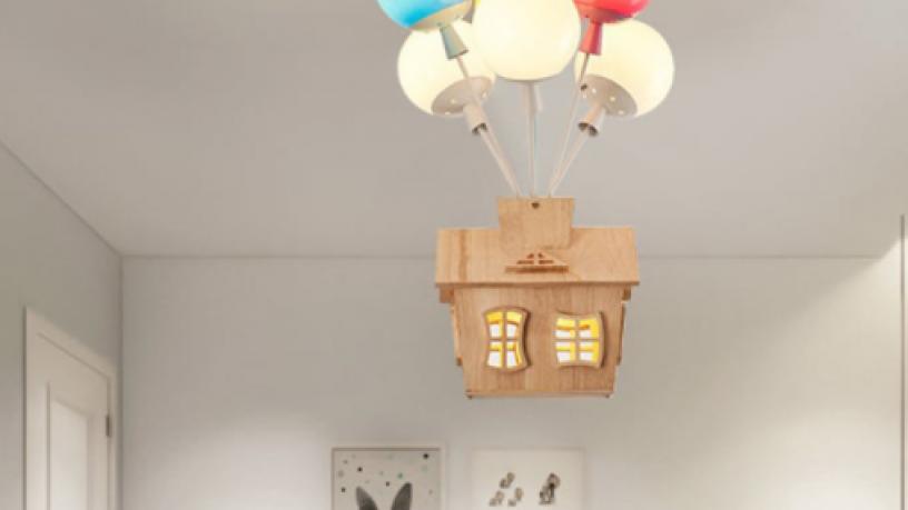 kids-balloon-house-chandelier-light-big-2